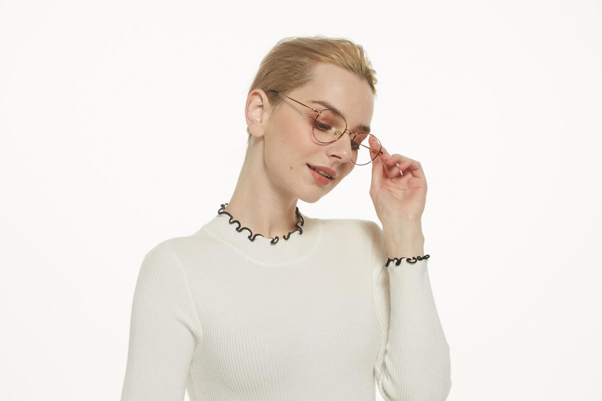 Litteray-Pattern-Titanium-Eyeglasses-detail